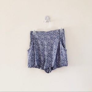 🌸Aritzia TAULA Floral Flowy Purple White Shorts🌸